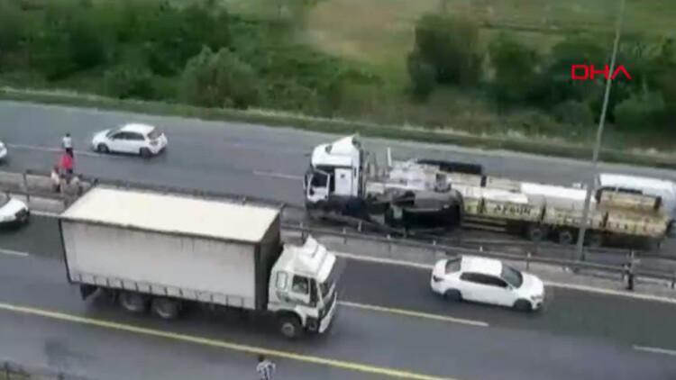 Son dakika: İstanbul'da korkunç kaza! TIR ile bariyer arasında kaldı
