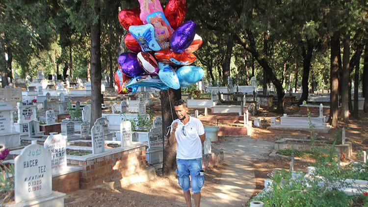 Antalya'da yürek burkan olay! Balonları tek tek çocuk mezarlarına bağladı