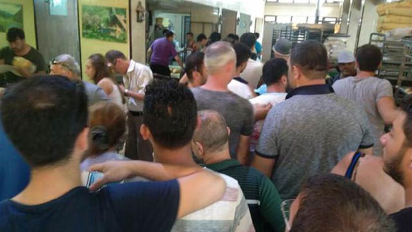 2 bin 500 kişinin yaşadığı Avşa'ya 130 bin tatilci gelince, yiyecek sıkıntısı başgösterdi