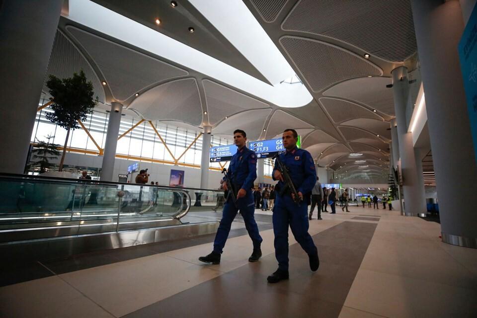 Son dakika... Cumhurbaşkanı Erdoğan'ın uçağı yeni havalimanına indi